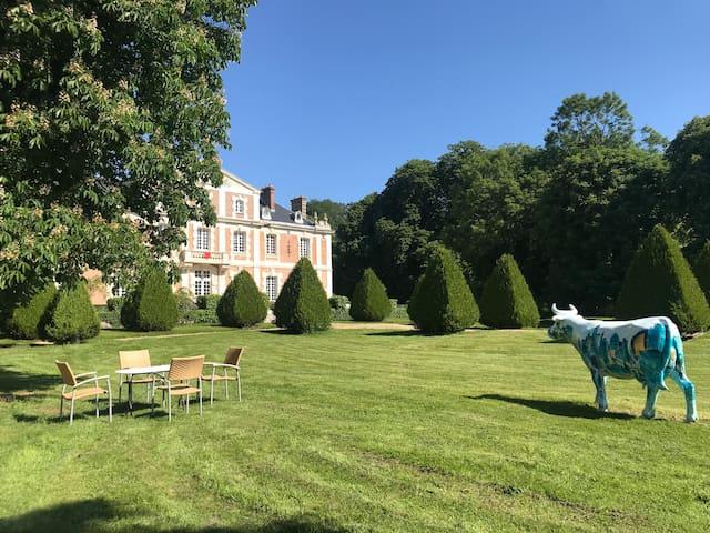 Refined Studio + Tennis in the Castle near Paris