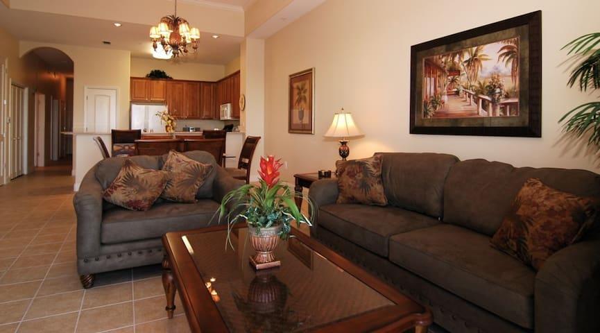 1 BR, 2 Bath Luxury Condo-5 blocks to Disney 1-705