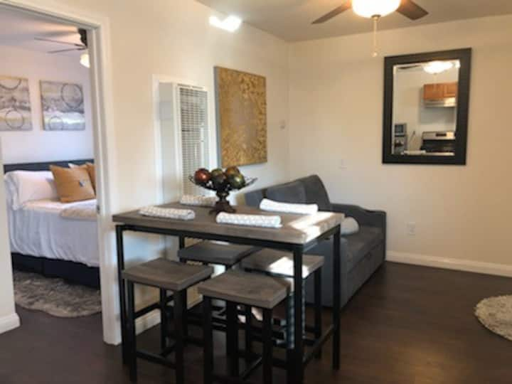 New cozy guest house complete privacy near Airport