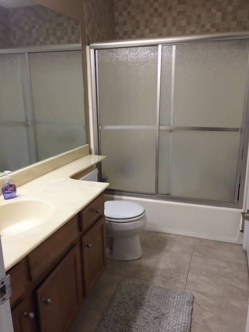 full bathroom (joint with master suite) with dual locks, tub/shower combo
