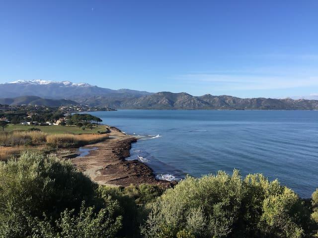 T2 Saint Florent 4 couchages accès mer à pied