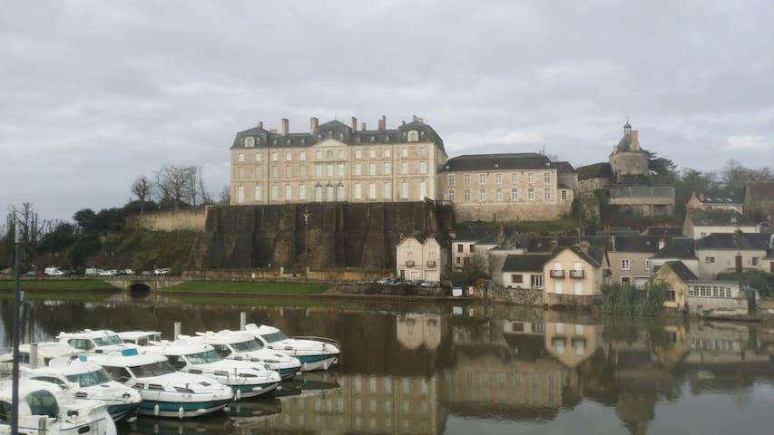 Vue incroyable sur château de Sablé - Sablé-sur-Sarthe