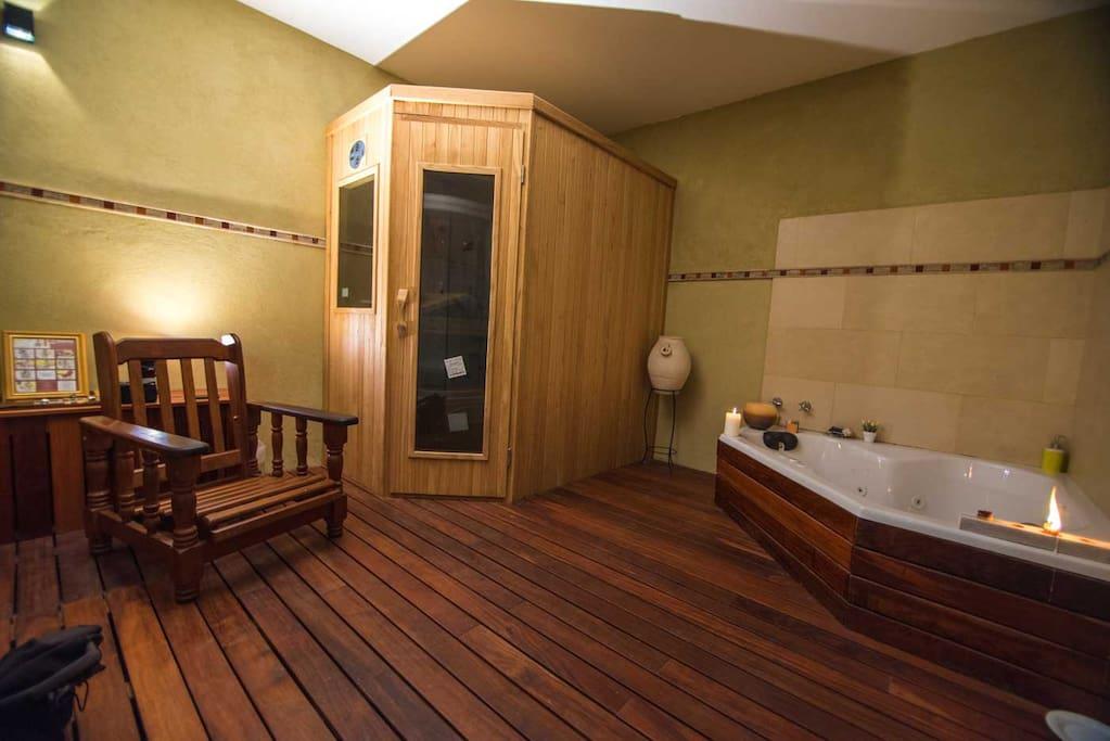 Spa: jacuzzi, ducha escocesa y sauna con hidrocolores