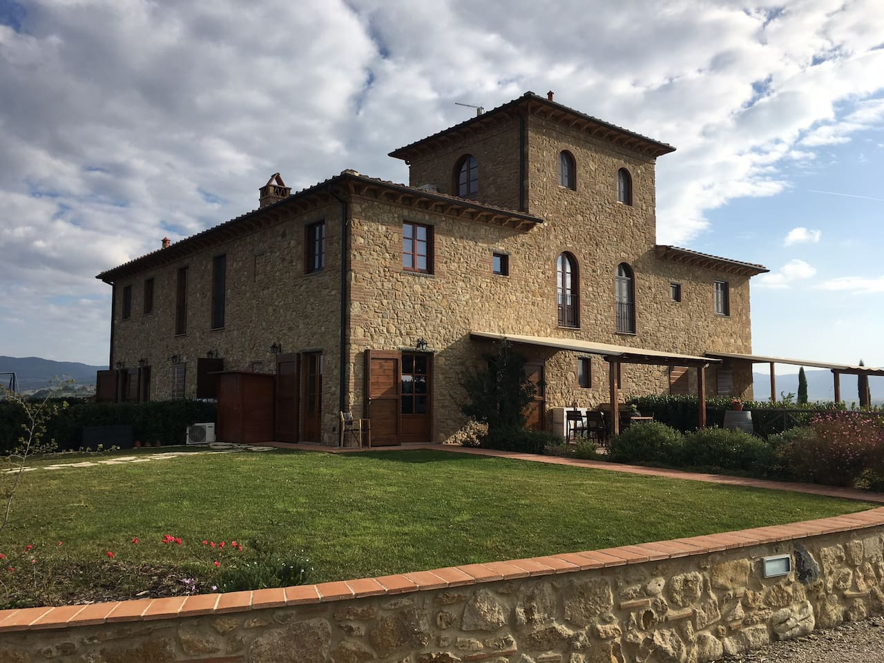 Exclusive holiday house with tower in Tuscany (Volterra)