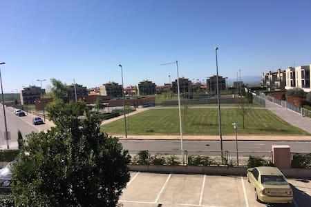 Piso frente a zona deportiva en Golf Cirueña - Cirueña - Huoneisto