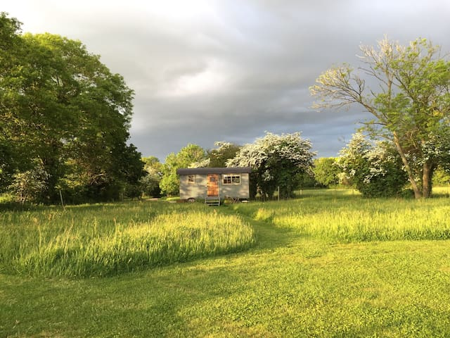 Romantic Shepherds Hut, Goodwood. - Goodwood