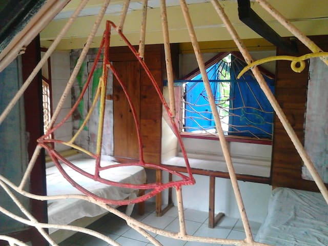 room in small wooden cottage  outddor style garden - Clifton - Muu