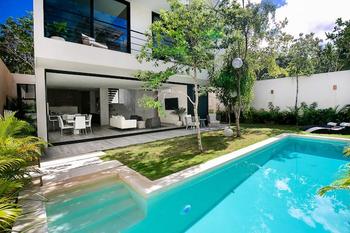 Brand New Modern Luxury Private Villa w Pool