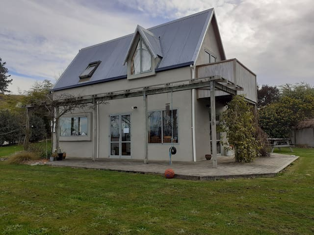 Beautiful two story house 15 mins from abel tasman