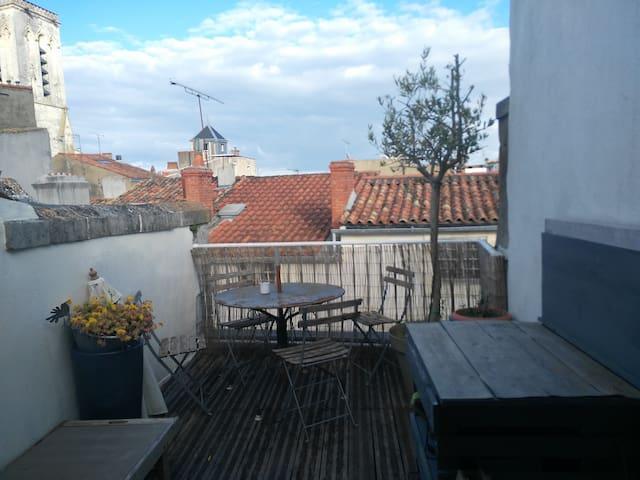 Duplex atypique avec terrasses / Vieux Port - La Rochelle - Apartament