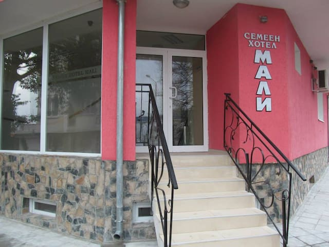 Family Hotel Mali - Ruse - Bed & Breakfast