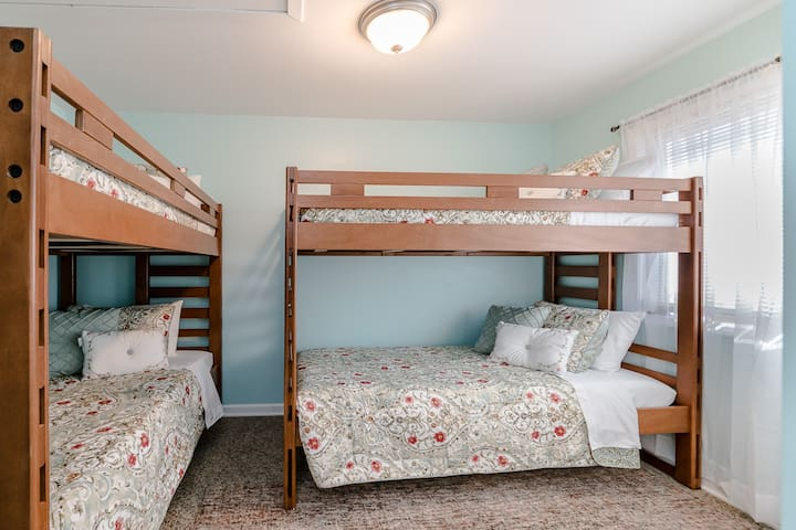 Kids' room with 2 sets of bunked twin beds (4 total twin beds).