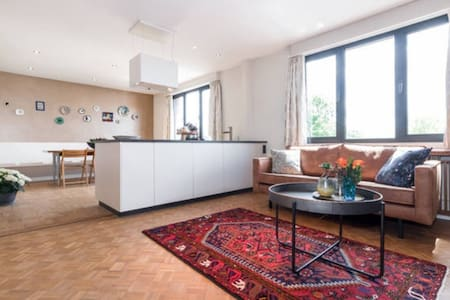 Charming, bright appartment in Art Deco house