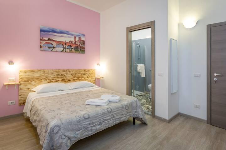 Juliette House - Pink King Room