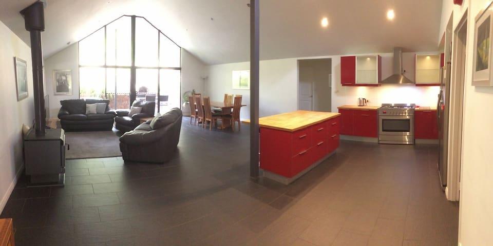 Wattlebird House