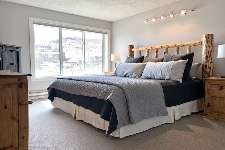 Bedroom with King Bed & TV