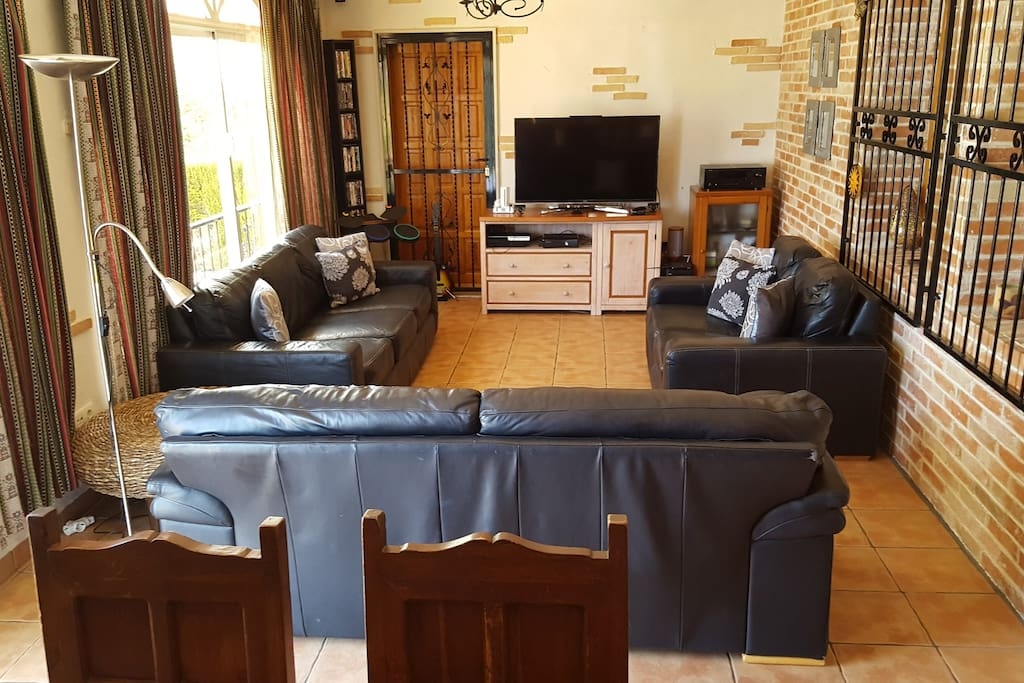 Large conservatory with surround sound TV, games consules air con and wi fi