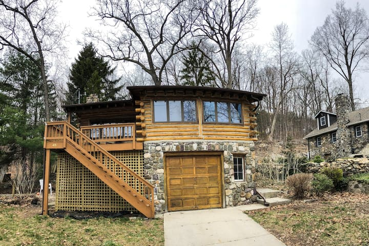 Air Conditioned Log Cabin - Greenwood Lake Access