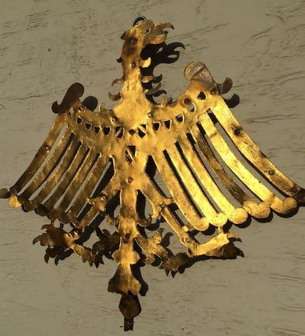Our noble variant of the bat / Unsere noble Variante der Fledermaus