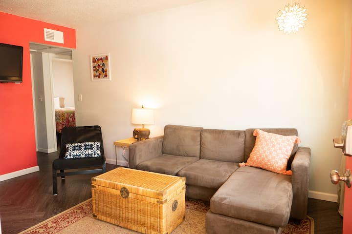 Stylish Stay in the Center of Rogers/Bentonville