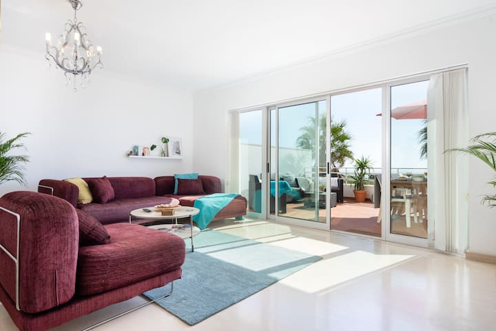 Light living room with sea view and direct access to private terrace.