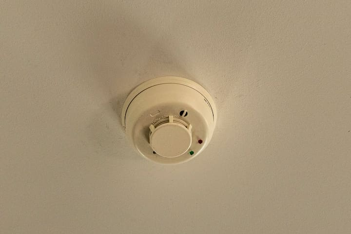 Fire and smoke detector