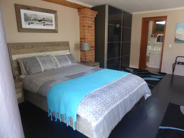 Newly Furnished Studio near CBD - East Albury - Bungalow