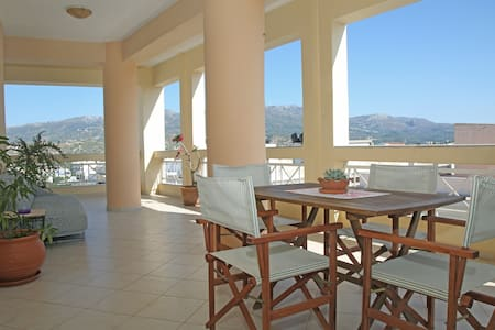 Veranta DownTown Sitia - 2min from Beach/ Centre