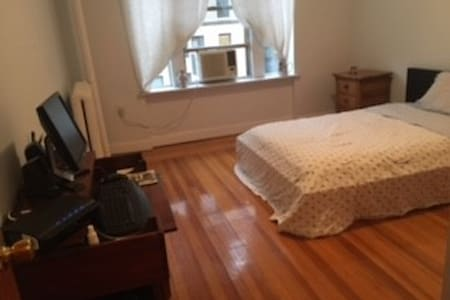 Charming, quiet,bright. Exceptional clean.A beautiful pre-war building (6 floors) elevator, On a quiet street just a few blocks from Columbia University campus.  Architecturally stunning area.  large eat-in Kitchen - 1 bathroom. Completely unshared, private Apt!