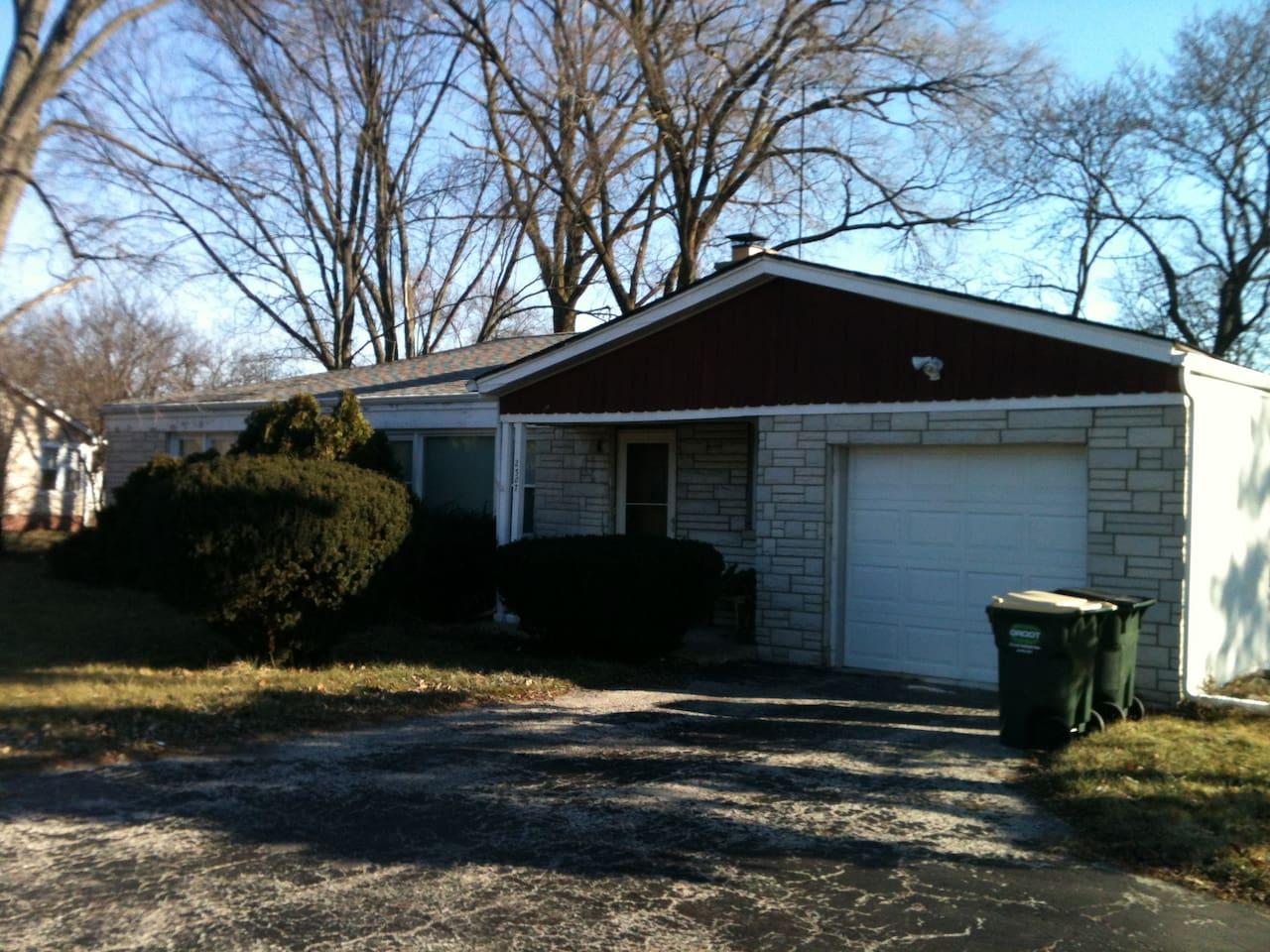 Single house w 1 garage