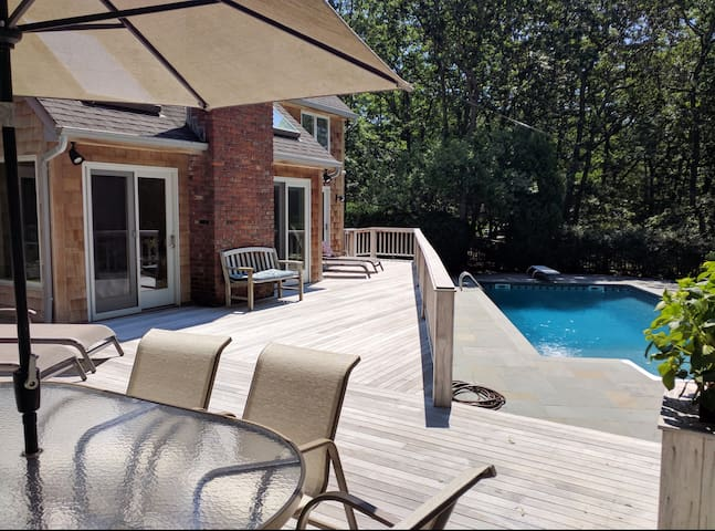 4 bedroom home in private Southampton community