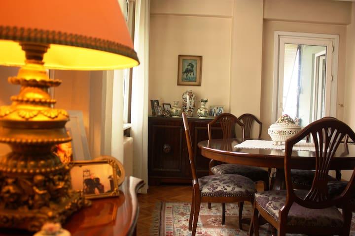 Room @Authentic Flat Near Taksim - Istanbul - Leilighet