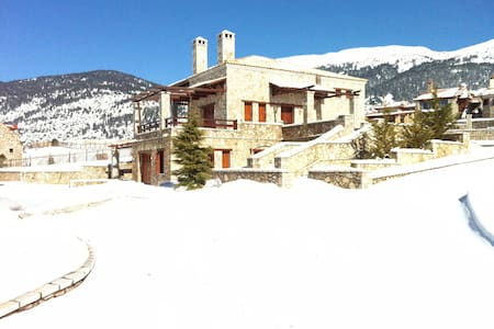 TRADITIONAL LUXURY VILLA - EMARGINA - Arachova - Villa