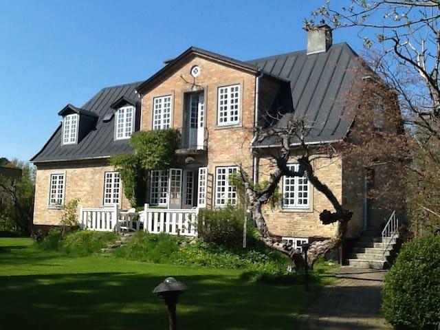 Nice mansion in Copenhagen suburb. - Charlottenlund - House