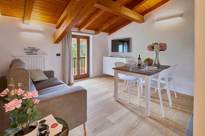 """Elegant Top Floor Apartment """"Appartamento Salvia"""" with Mountain View, Heating, Air Conditioning, Wi-Fi & Balcony; Parking Available (CIPAT number: 022153-AT-696315)"""