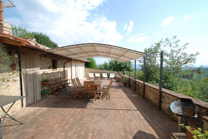 10 kms from Terme di Petriolo-farmhouse with pool
