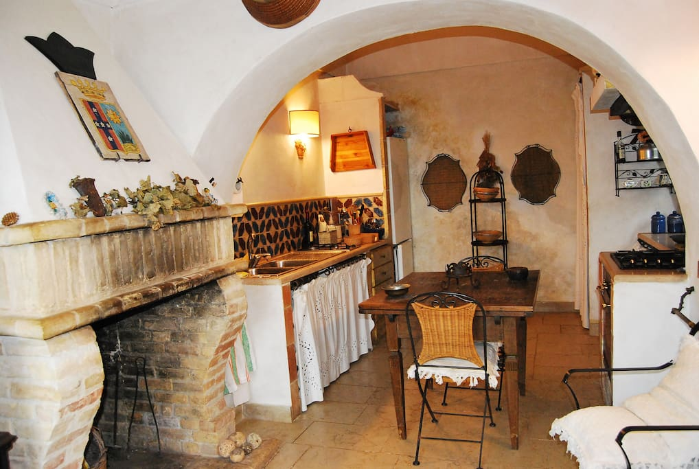 cucina con camino piano terra