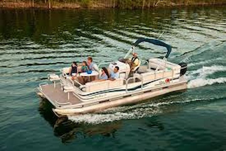 24' Sun Tracker Party Barge - Piney - Boot