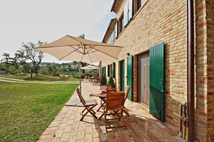 Charming flat near Urbino with great view and pool