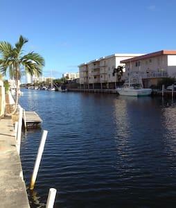 Belle propriété en bord de l'eau - North Miami Beach