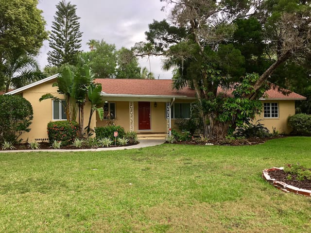 Casa Amarilla - 4 BR, 3 BA Home W/Pool  - Location