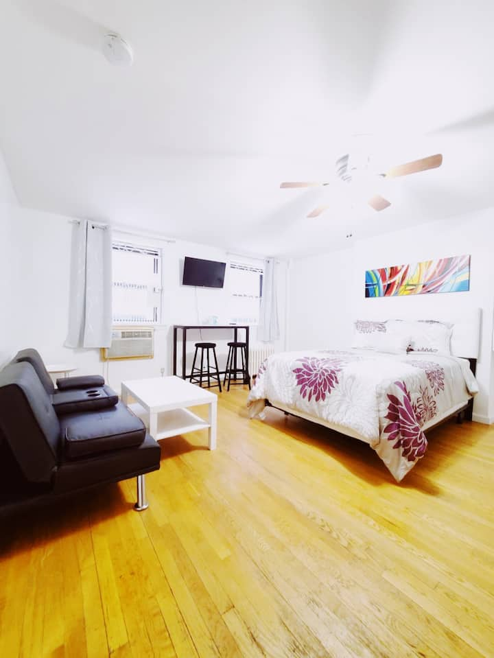 Cozy Studio Apt. in the Heart of Chelsea