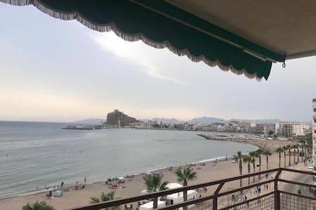 Un balcón al mar para relajarse y descansar