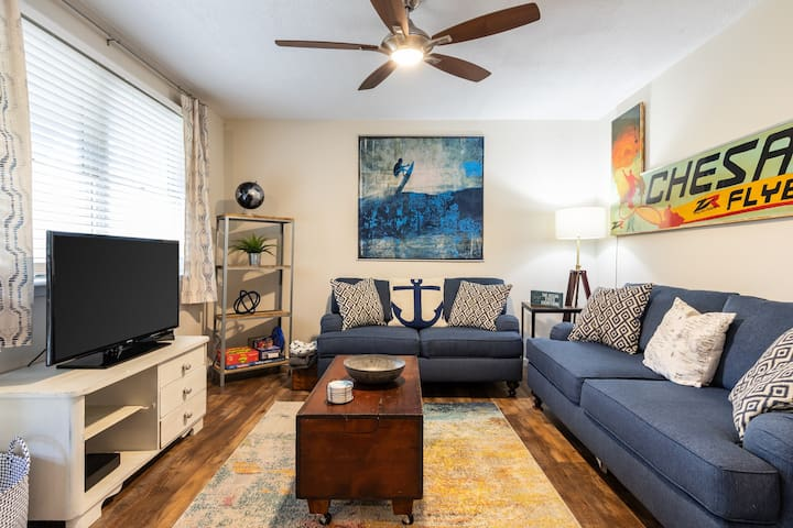 Dog-friendly, updated condo w/ a deck & free WiFi in a quiet neighborhood