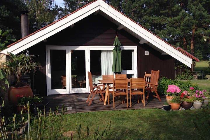 Charmerende sommerhus på Møn ved Hårbølle Havn