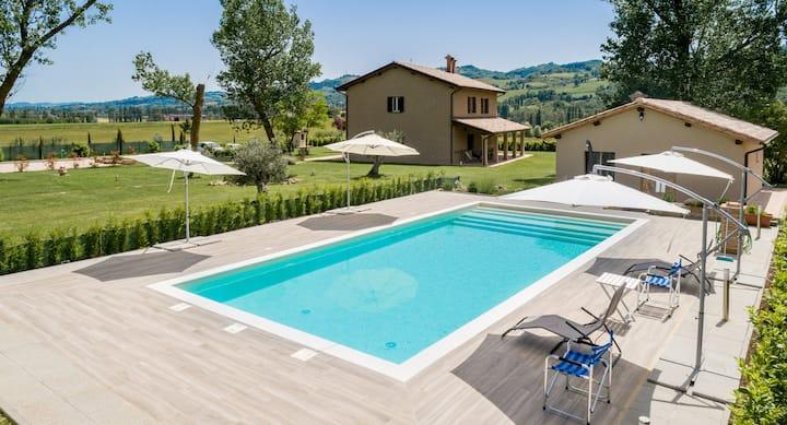 Splendido Agriturismo con piscina a Gubbio