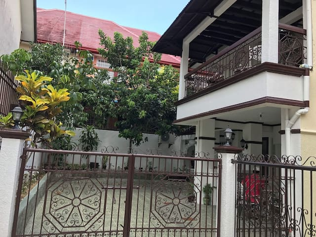 Royale Tagaytay Guesthouse, rate for 15pax!