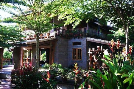 Samorn Villa Buachet, Surin