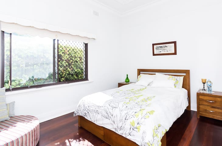 Big room & pool in trendy Nth Perth - North Perth - Talo