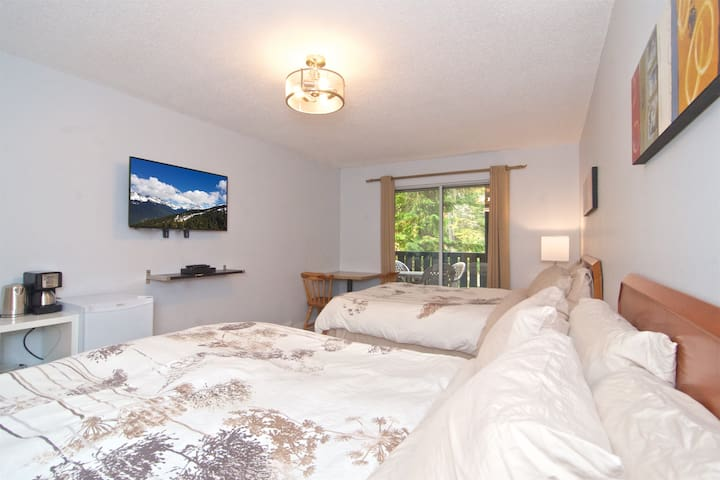 ˑHotel Room 2 Queen Beds Upper Village Tranquility